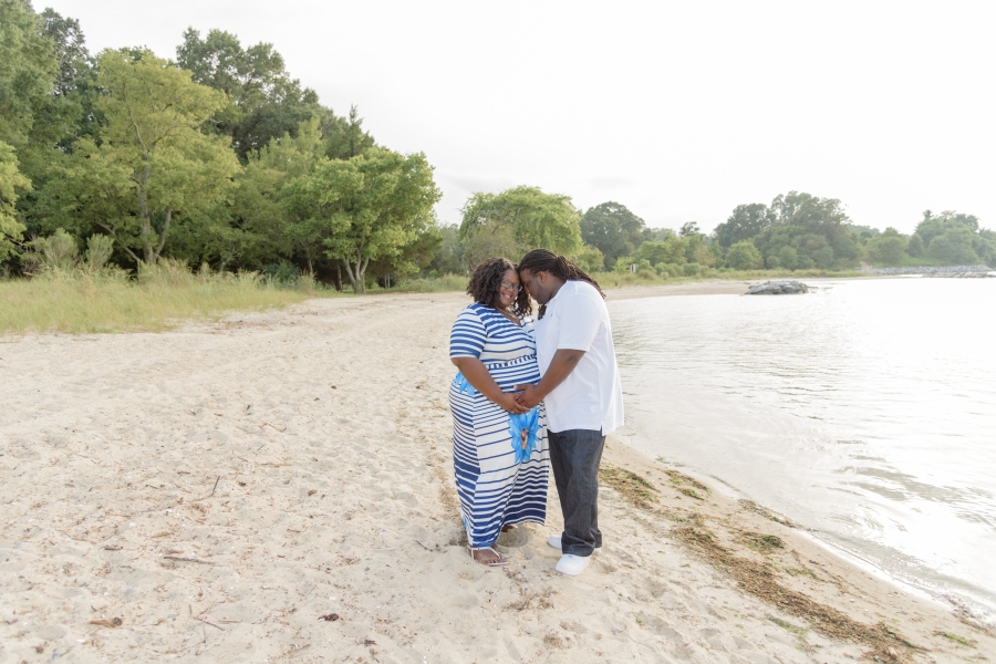 Maternity_Session_Yorktown_Beach_Yorktown_Virginia_Belle_Eve_Photography-17