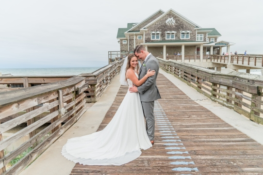 Teal_and_Grey_Wedding_Jennettes_Pier_Nags_Head_North_Carolina_Belle_Eve_Photography-55